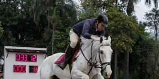 Lord Carlina Joter leva o troféu de Cavalos Novos 7 anos da 8ª Etapa do Ranking SHB